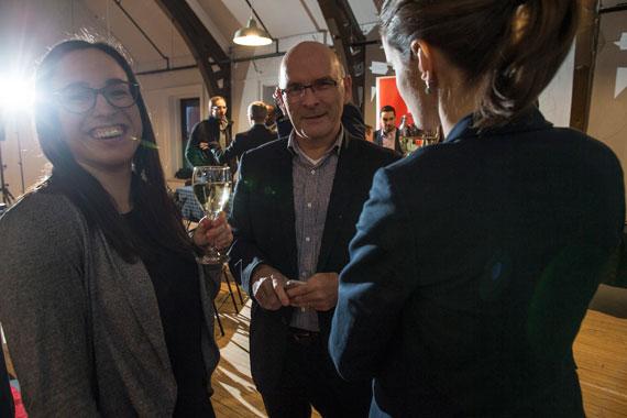 Le vice-président, solutions d'affaires et éditeur du Groupe Les Affaires, Sylvain Bédard, entouré de la souriante Maude Prud'homme Séguin, conseillère marketing & base de données chez TC Media et d'Esther Riendeau, directrice, services marketing - Groupe Solutions d'affaires chez TC Media.